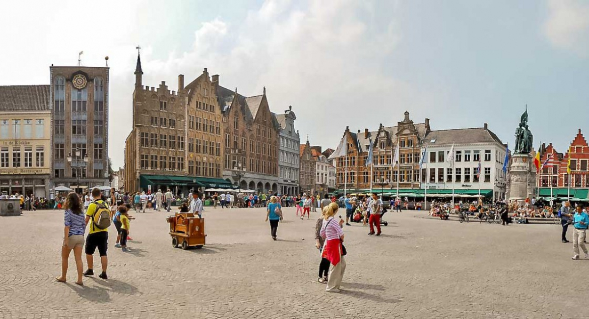 Round trip Zeebrugge to Brugge and driven sightseeing tour in Brugge
